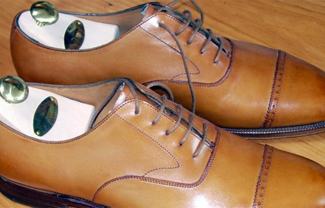 Pick wide shoes for comfort and design